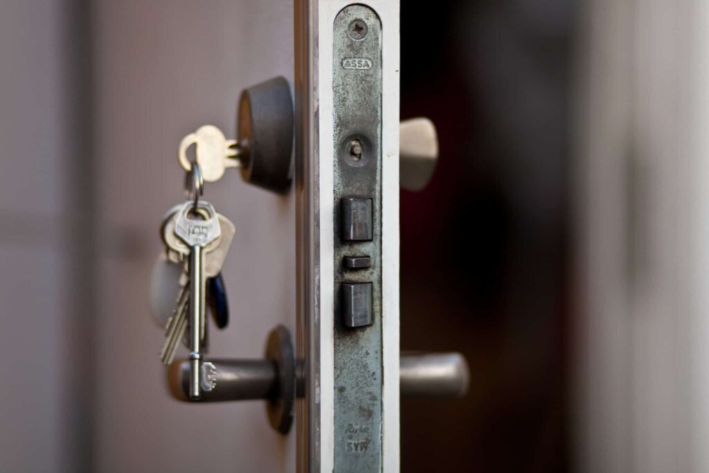 a key turn the cylinder lock on a door after a locksmith change