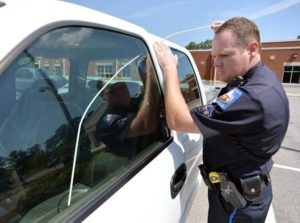 a police officer unlock car door with locksmith tools in houston tx for free